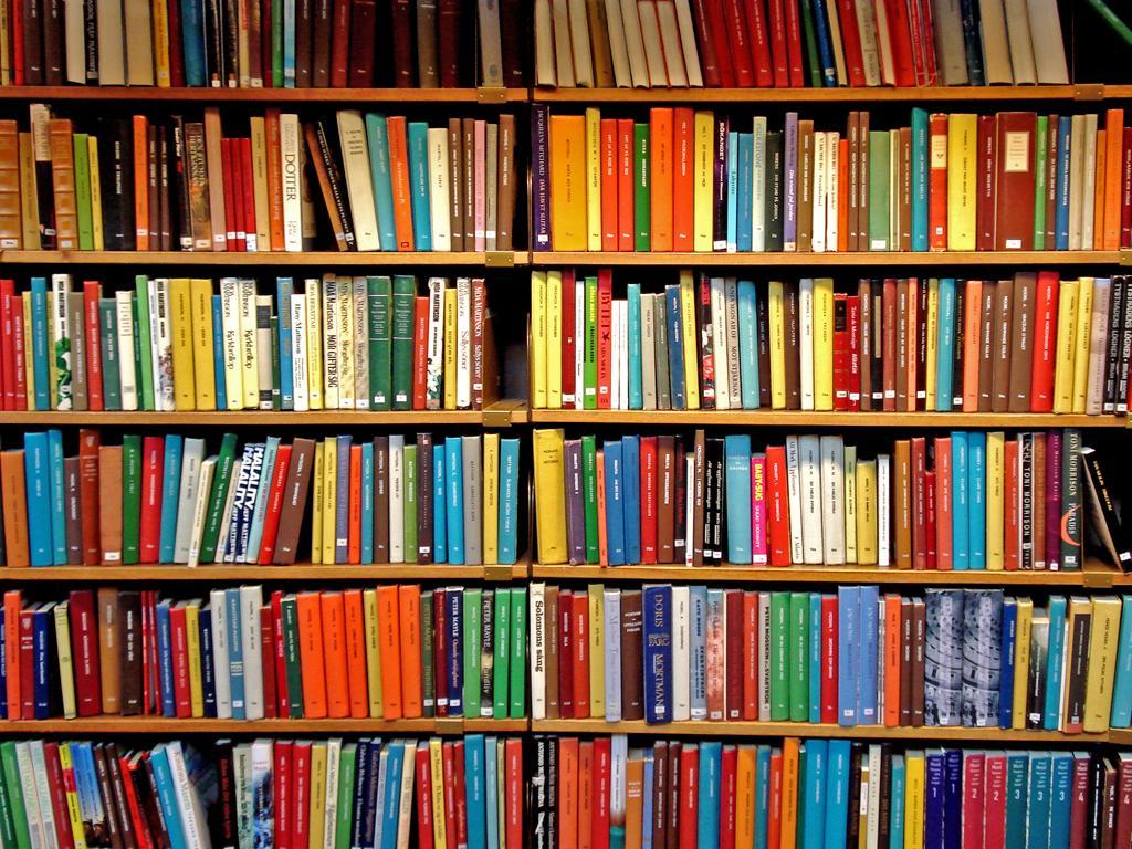 """""""La literatura es siempre una expedición a la verdad"""""""